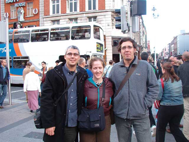 Chafi, Pili y Fernando en O´Connell st