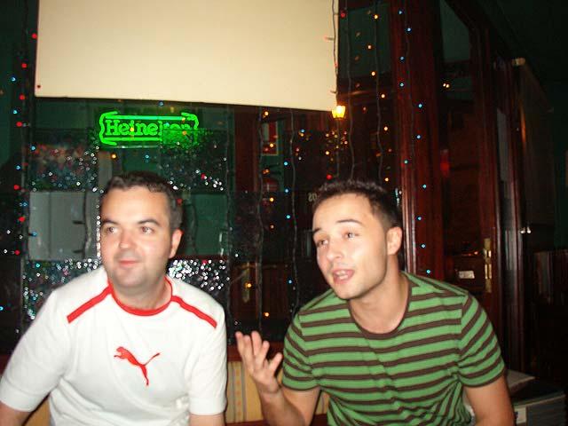 En un bar cercano a la calle Gascona