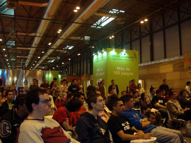 Público durante la primera conferencia