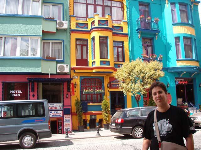 Striptm fachadas de colores for Colores para fachadas 2016