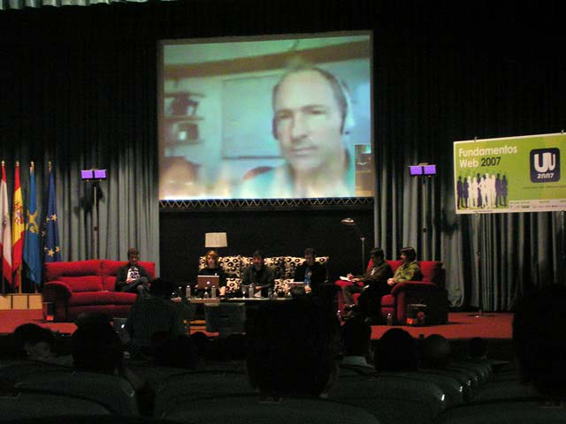 Tim Berners-Lee intenta aparecer