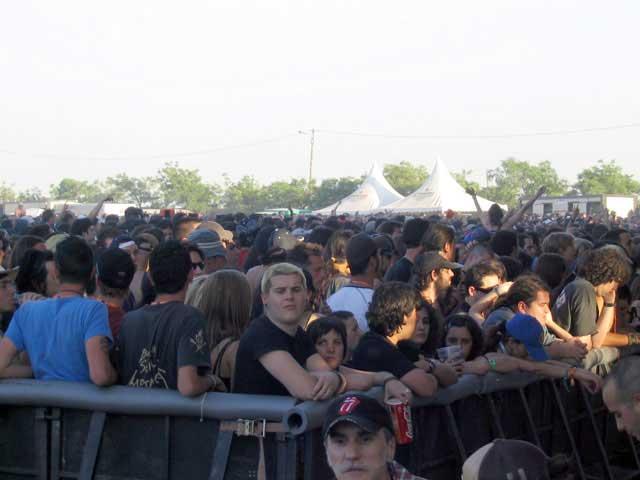 Gente esperando la actuación