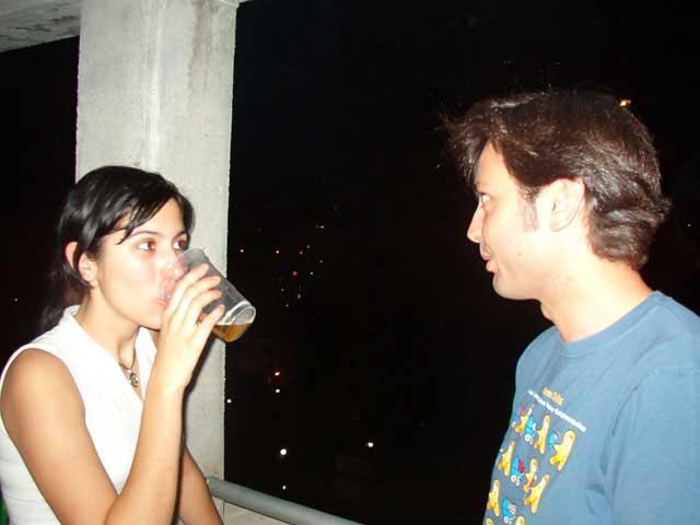 Hablando en el balcón